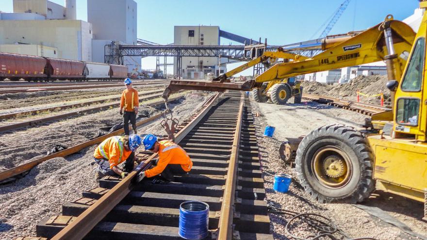 Construction ferroviaire : des travailleurs québécois au Québec, SVP!